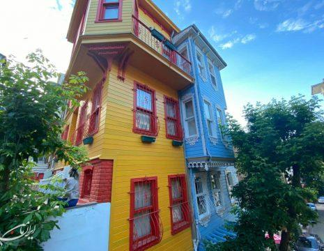 <h5>معماری رنگی در استانبول</h5><br><div>محله کوزکونجوک با خانهها و کافههای رنگی، استانبول، اسکودار عکس از سلوی ... </div>